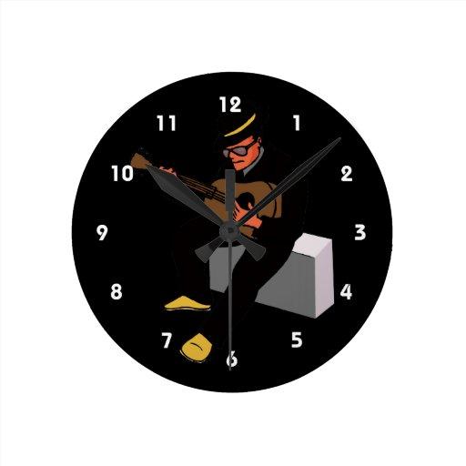 guitarrista que se sienta en los azules black.png  reloj redondo mediano
