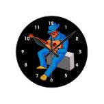guitarrista que se sienta en los azules blue.png d relojes de pared