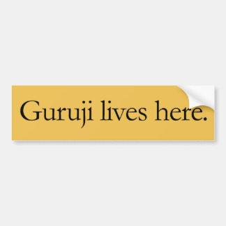 Guruji vive aquí etiqueta engomada grande pegatina para auto