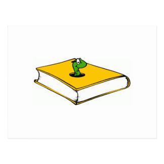 Gusano de libro amarillo tarjeta postal