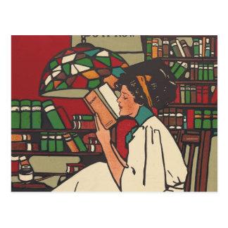 Gusano de libro de la CAMISETA Postal
