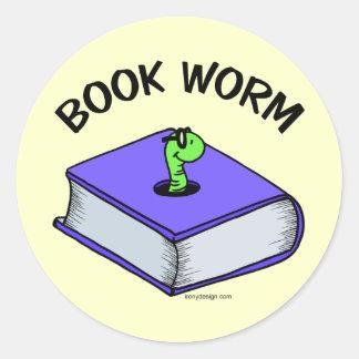 Gusano de libro pegatina redonda