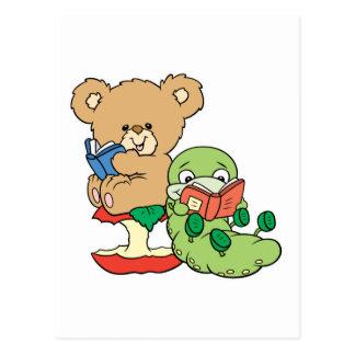 Gusano de libro y oso lindos de la lectura postal