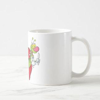 Gusano feliz del dibujo animado en Apple Taza De Café
