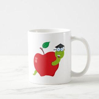 Gusano graduado del dibujo animado en Apple Taza De Café