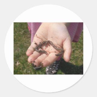 gusanos en manos de los childs pegatina redonda