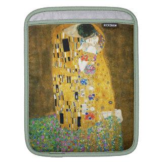 Gustav Klimt The Kiss Vintage Art Nouveau Painting iPad Sleeve