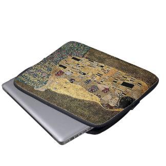 Gustav Klimt's The Kiss (circa 1908) Laptop Sleeve