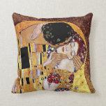 Gustavo Klimt - el beso Cojines