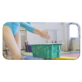 Gymnast chalking her hands iPhone SE/5/5s case