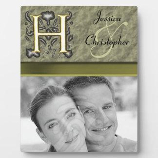 H - Monograma grabado en relieve del vintage (oro) Placa