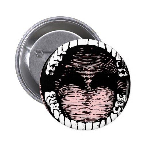 ¡Haaa!!! Abra el botón ancho de la boca