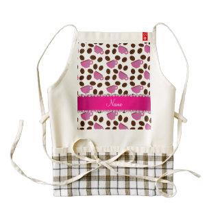 Habas rosadas blancas conocidas personalizadas de delantal zazzle HEART