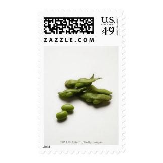 habas verdes múltiples del edamame con la vaina de sellos