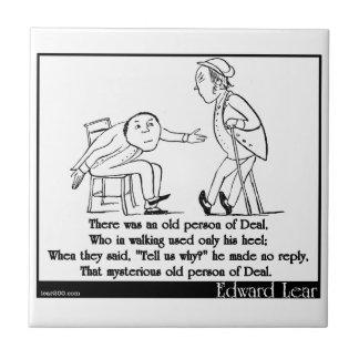 Había una persona mayor del trato azulejo cuadrado pequeño
