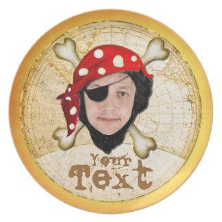 Hable como una placa de la foto del día del pirata plato para fiesta
