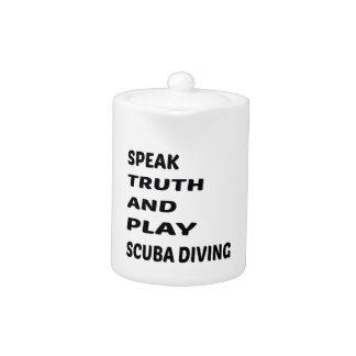 Hable el buceo con escafandra de la verdad y del