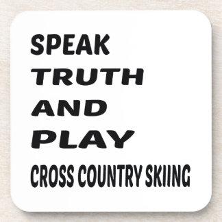 Hable el esquí del campo a través de la verdad y posavasos de bebidas
