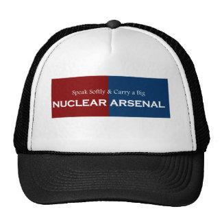 Hable suavemente y lleve el arsenal nuclear grande gorras de camionero