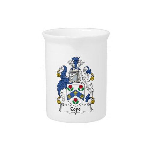 Hace frente el escudo de la familia jarra de beber