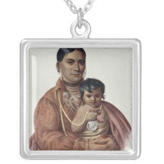 Hacer-Hon-Va, una mujer de Osage Colgante Cuadrado