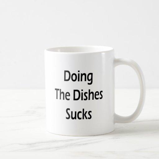 Hacer los platos chupa taza de café