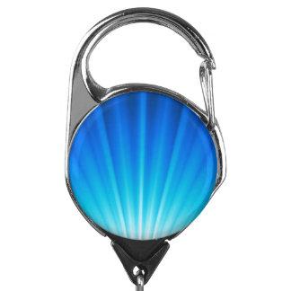 Haces luminosos azules de la aguamarina blanca de