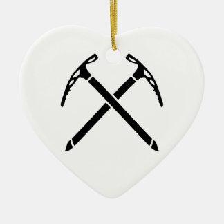 Hacha de las selecciones del hielo que sube adorno navideño de cerámica en forma de corazón