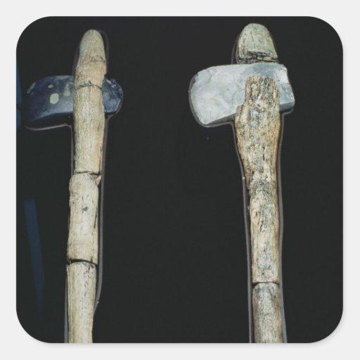 Hachas de piedra, prehistóricas calcomanías cuadradass personalizadas