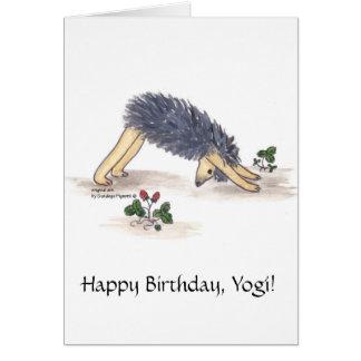 Hacia abajo-revestimiento-perro de la yoga del eri tarjeta de felicitación