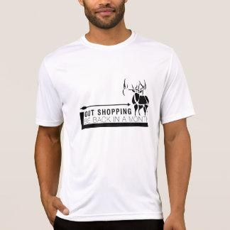 Hacia fuera haciendo compras camiseta