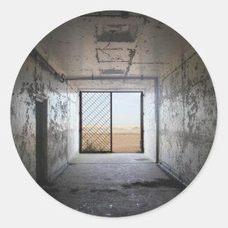 Hacia fuera la puerta pegatina redonda