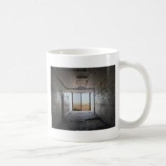 Hacia fuera la puerta taza