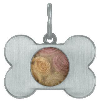 Hacia fuera los rosas rosados amarillos llevados v placa de nombre de mascota