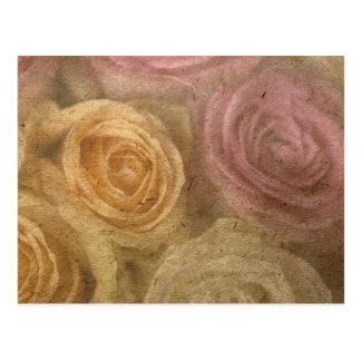 Hacia fuera los rosas rosados amarillos llevados v tarjeta postal