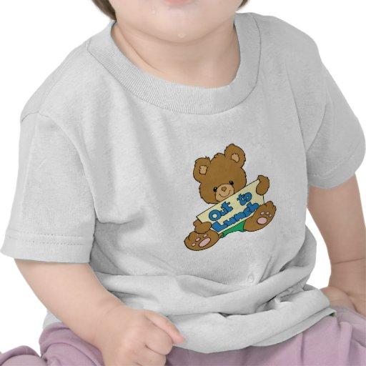 Hacia fuera para almorzar oso de peluche camisetas