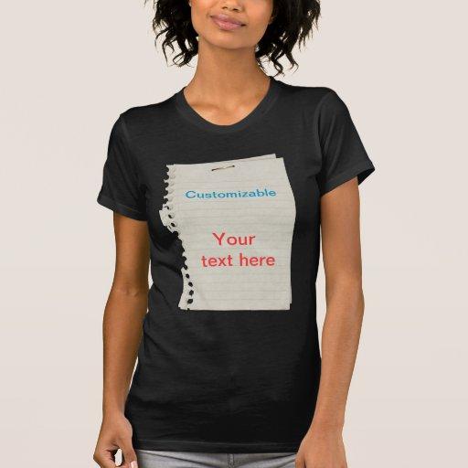 Hacia fuera rasgado papel arrugado del cuaderno camiseta