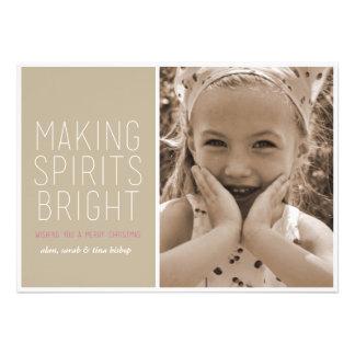 Haciendo bebidas espirituosas brillantes - saludo comunicado personal