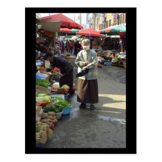 Haciendo compras en Waegwan, Southkorea (2006) Tarjeta Postal