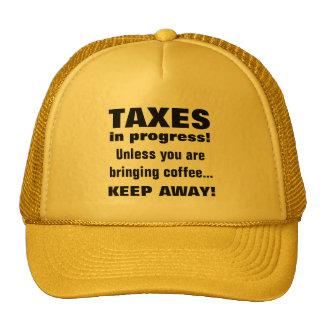 Haciendo los impuestos guardan lejos pero traen el gorro de camionero