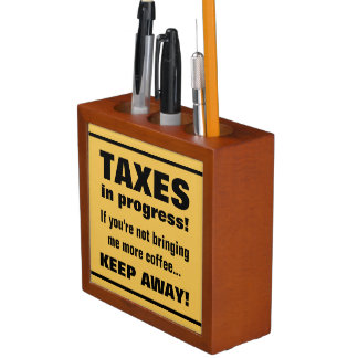 Haciendo los impuestos guardan lejos pero traen el organizador de escritorio