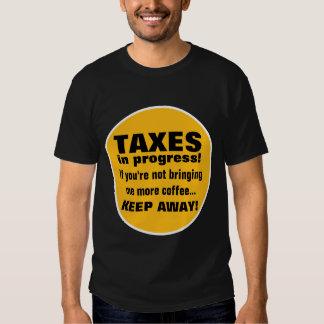 Haciendo los impuestos guardan lejos pero traen el poleras
