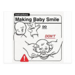 Haciendo que el bebé sonríe tarjeta postal