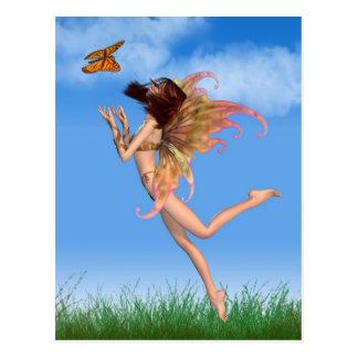 Hada anaranjada bonita en sol postal