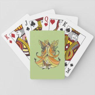 Hada anaranjada de la mariposa con el vestido que baraja de póquer