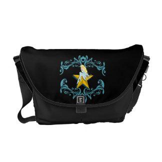 Hada azul en la bolsa de mensajero amarilla de la  bolsas de mensajería