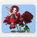 Hada de la mariquita en rosas rojos alfombrilla de ratón