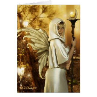 Hada de oro en tarjeta de felicitación del bosque