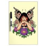 Hada del gótico con las flores, alas de la maripos pizarras blancas de calidad