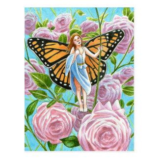 Hada del monarca entre los rosas tarjeta postal